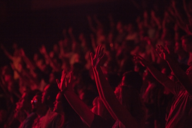 kaleb-nimz-904-crowd